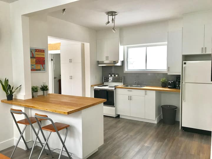 Newly remodeled house 10 min from Montreal