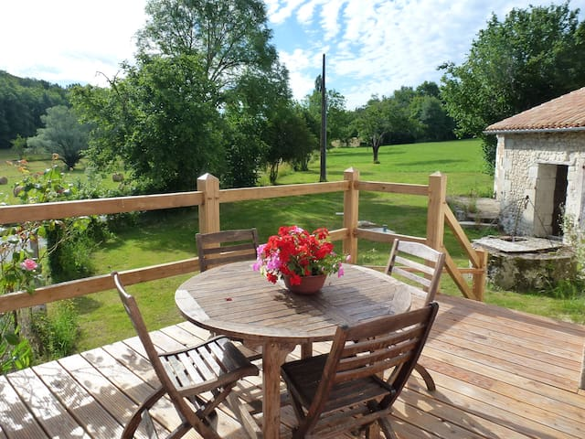 Cottage 6 km from Aubeterre sur Dronne, sleeps 4 - Les Essards - House
