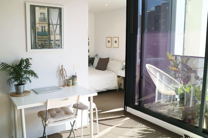 Sunny garden balcony + rooftop spa + city views - South Yarra - Apartament