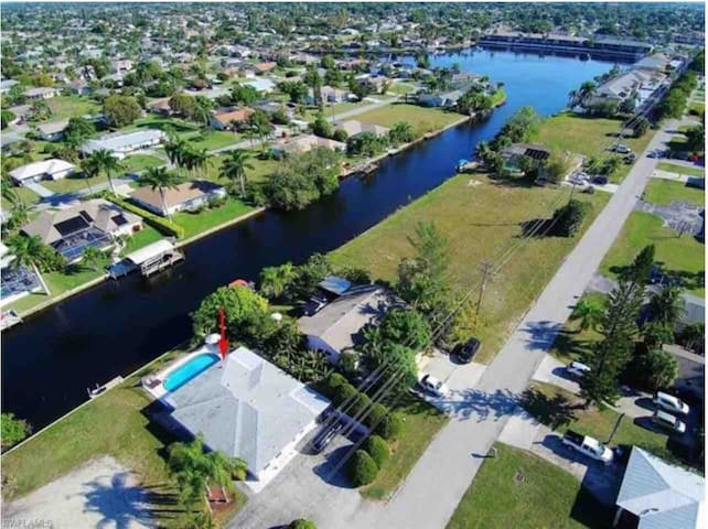 The canals are so much fun to kayak. There is Gulf access with a boat. We parking for 4 cars st the front and 10 on the side. We are located in SW Cape Coral 1 block away from Cape Coral Pwy.