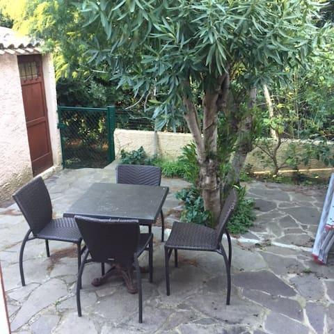 Agréable maisonnette avec jardinet - Six-Fours-les-Plages - House