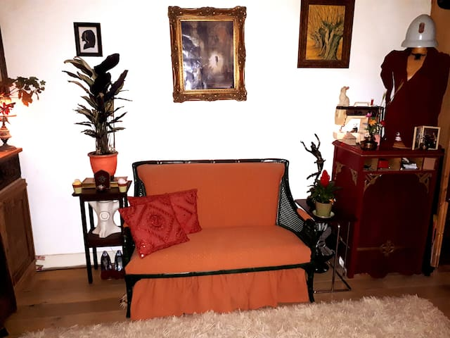 """Cosy """" smokers friendly""""  home near Westerpark"""