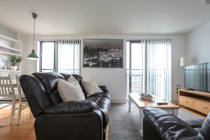 Modern City Central 2bed Penthouse-SecureParking