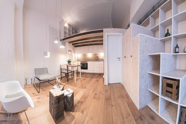 cozy creative one-room-studio / hip neighbourhood