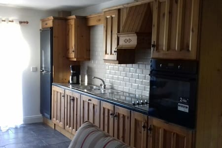 Bunratty - spacious, comfortable garden apartment - Bunratty
