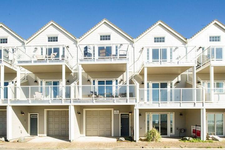 The perfect bungalow for your beach getaway located in Rockaway Beach!