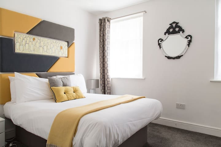 Double Bed• W/D• FREE Wi-Fi•TV• Full Kitchen