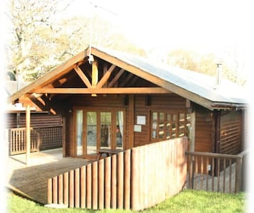 Beautiful Log Cabin set in the Heart of Swanage - 多塞特(Dorset) - 小木屋