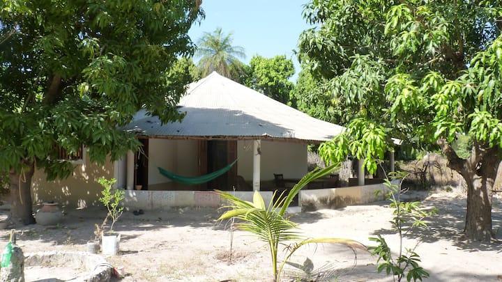 El hadji Jam,  la  maison  de  la paix Abene