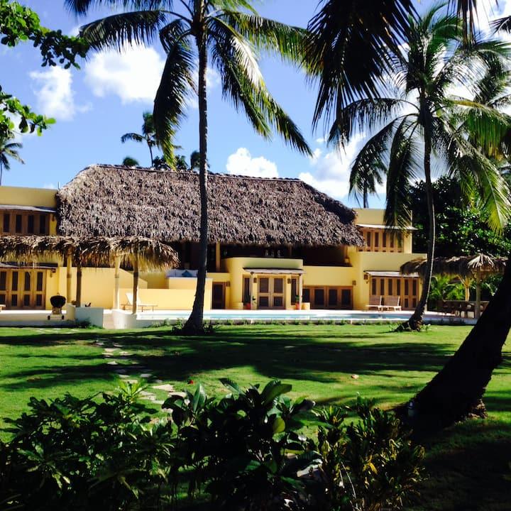 Luxury beachfront villa Lomaninos