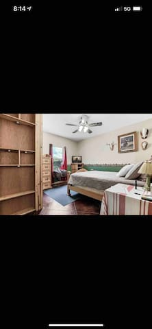 Rustic feel, 15x17 bedroom.  Flat screen TV equipped with An Amazon fire stick.  Night stands with lamps on each side of bed. Large closet and empty drawers in dresser to unpack in. Queen bed with memory foam mattress and 500 thread count sheets.