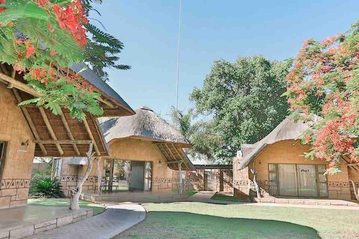 Tshukudiba Luxury Lodge Chalet 5