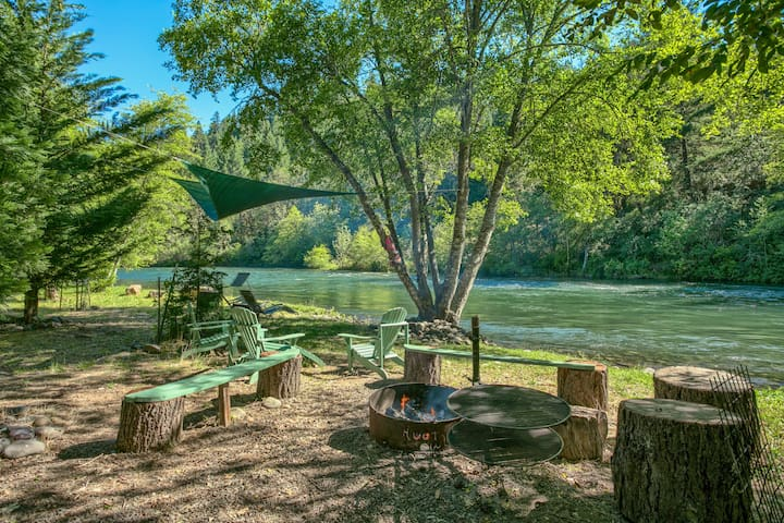 A Slice of Paradise...Upper Rogue River Getaway