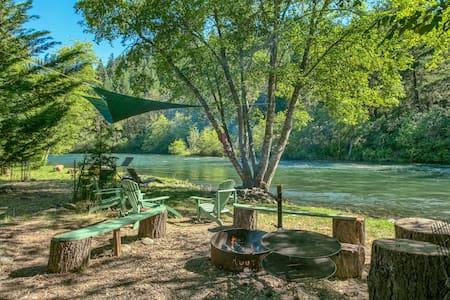 A Slice of Paradise...Upper Rogue River Getaway