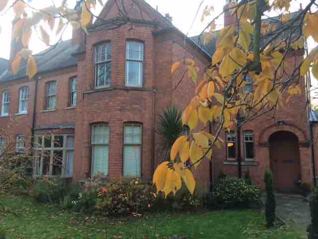 Large Edwardian town house. Twin room / en-suited