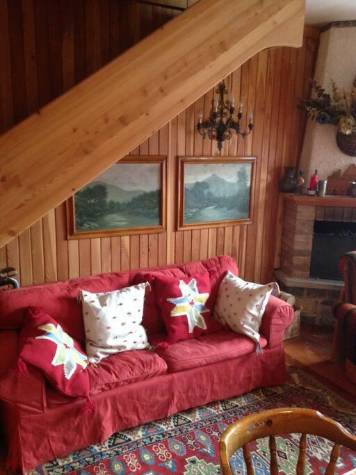 Living, fireside, sofà Bed  Camera da pranzo con divano letto matrimoniale. Servito con tavolo da 8/10 posti seduti