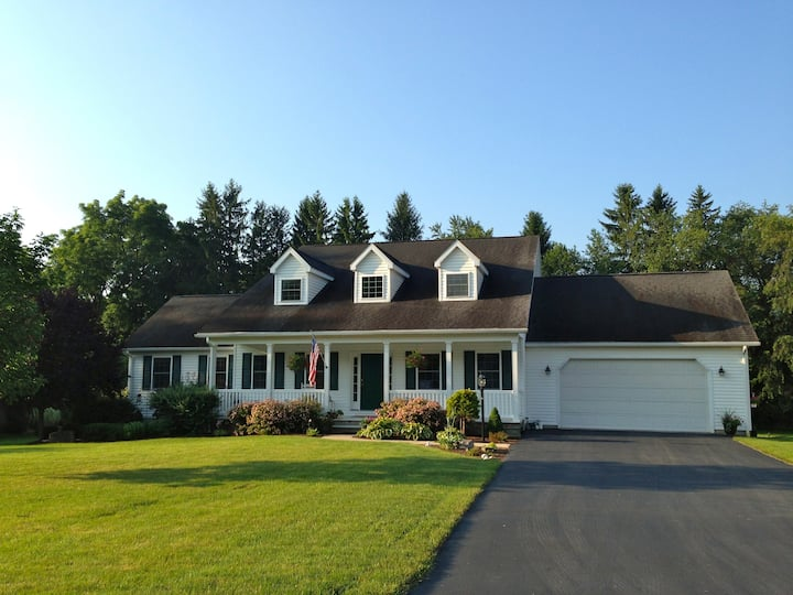 Large Home-Sleeps 10-14 & Just 4 miles to PSU
