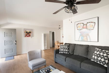 Cozy 2 bed house in trendy Pasadena w/  new AC