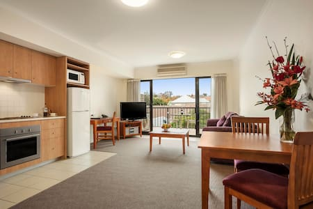 Fully Equipped 1BR Apartment near Box Hill - Mont Albert