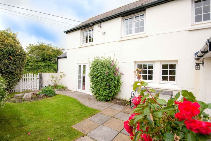 Post Box Cottage - Perranwell near Falmouth
