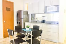 Fully equipped kitchen and dining table for 4 guests.