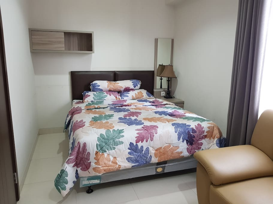 Kamar 2 - Lantai 2 Room 2 - Second Floor Queen Bed, Bedcover, Sprei, Handuk, Bantal & Guling (Towel, Pillow & Bolsters)