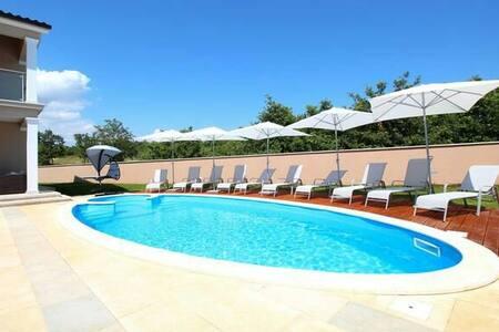 NEW!! Villa in Heart of Istria **** - Talo