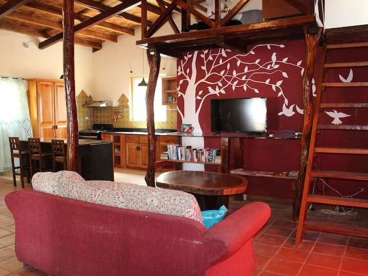 Pedasi fenced 2/2 with loft, sleeps 8, Ac & WiFi