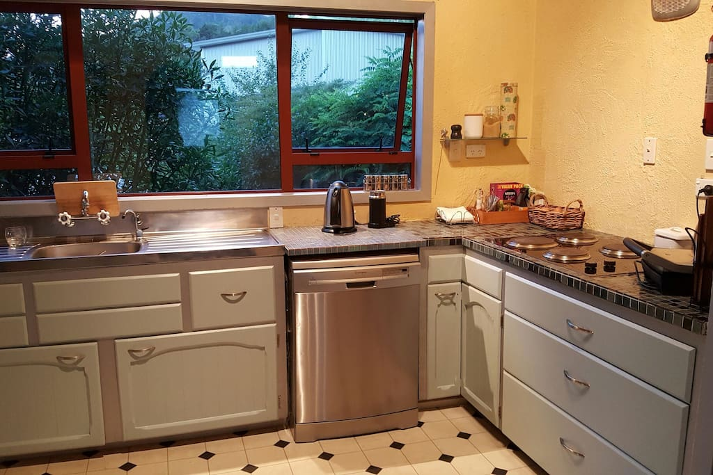 Communal kitchen with dishwasher, microwave, cooktop and oven for you to use. Space in the fridge for your food :-)