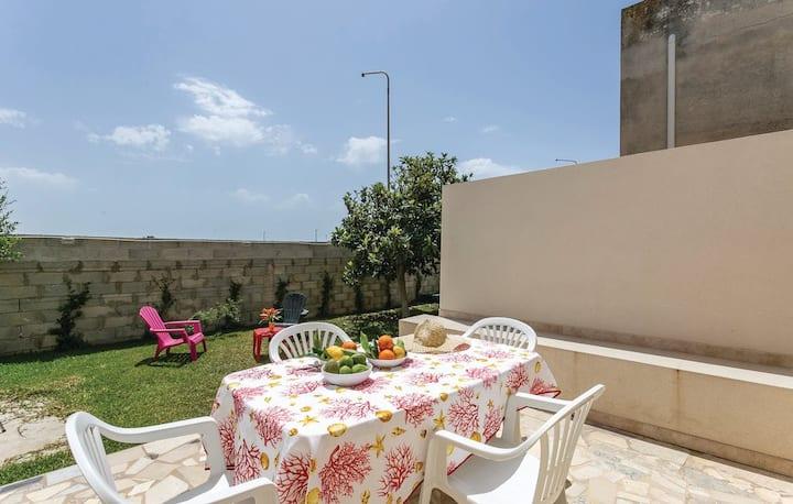 Casa Rosso Corallo, al mare e con ampio giardino