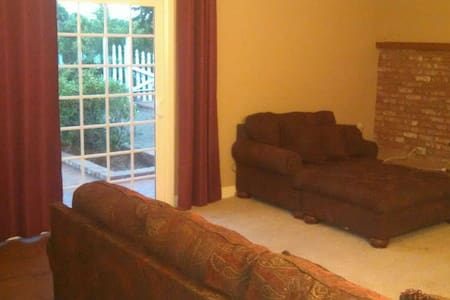 Cozy, spacious 800Sqft guest house with parking - Fallbrook - Haus