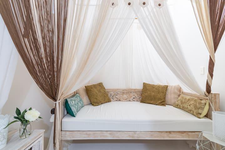 Balinese bed Kingsize Single