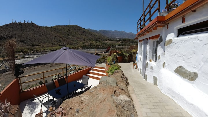 Canarian House Cave in the nature, Valsequillo
