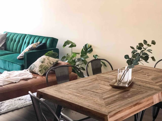 Luxurious 2BR/Under the fig tree 🌿 Sous le figuier