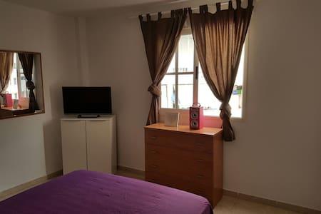 Amplia y luminosa habitación confort - Adeje