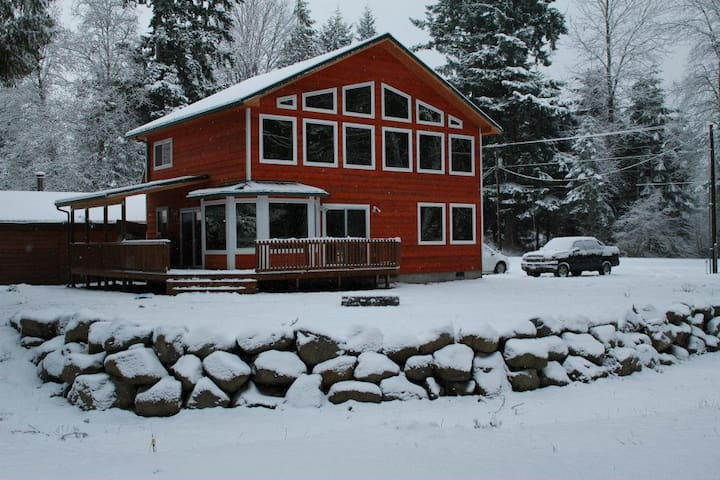 Modern House on Golf Course Packwood/White Pass