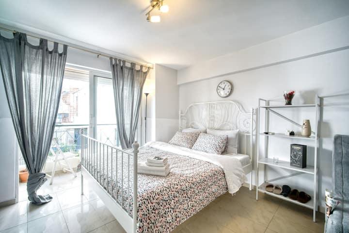 Sunny cozy apartment near Acropolis & Kalimarmaro
