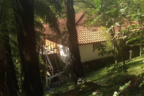 Quarto inteiro em Casa com vista - Jacarepaguá