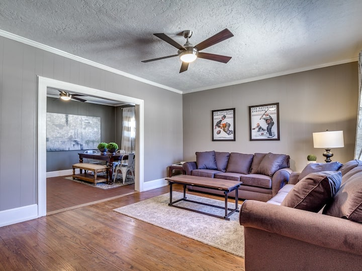 Great 3 bedroom. Walk to The Mont!