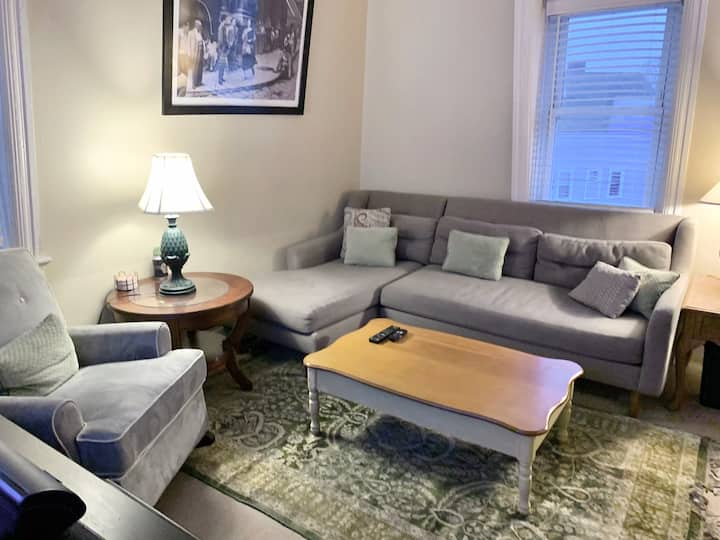Stylish 3rd Fl Whole Apartment Near Armory Park