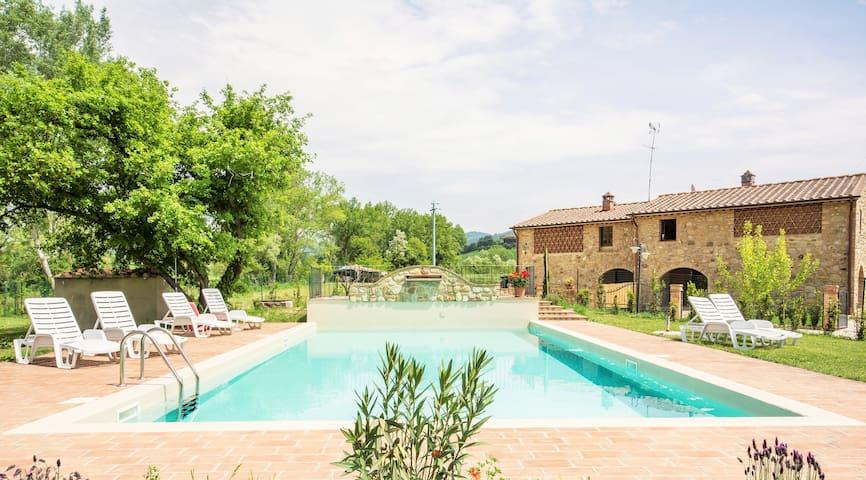 Appartamento in borgo con piscina a Volterra - Volterra - Apartamento
