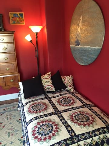 Red Room Retreat with Bay Breezes