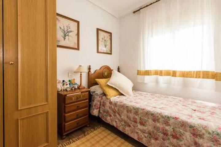 Bonita habitación  en piso acogedor zona  Aluche
