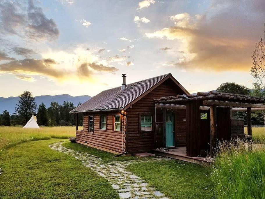 cozy swan river log cabin cottages for rent in bigfork