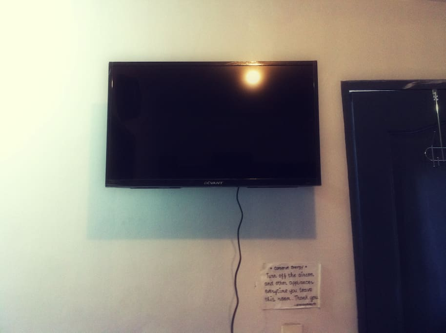 Flat screen tv that has 20 movies available