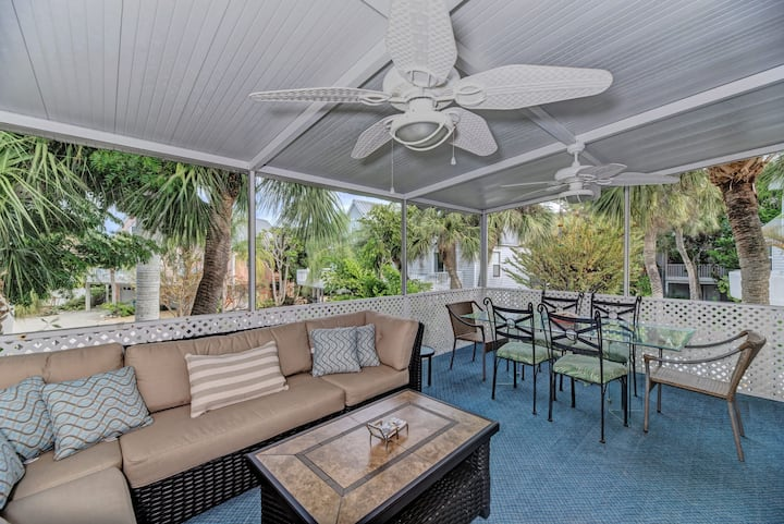 2 min walk to beach, Lg Heated pool, on Gulf Drive