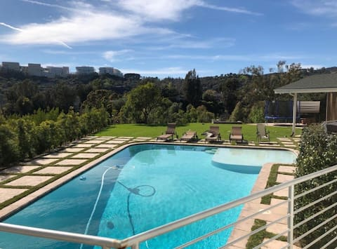 Hilltop Bel Air Estate Guest House With pool