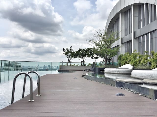 10mins to City Center- 5Steps to BTS-Rooftop Pool