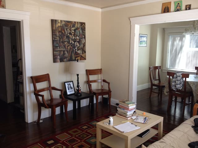 Furnished 2 bedroom duplex - Burlingame - Huis