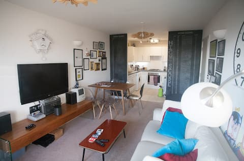 Modern Hoxton/Shoreditch flat from the Airbnb ads!